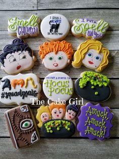 Halloween Cookies Decorated, Halloween Sugar Cookies, Halloween Baking, Halloween Dinner, Halloween Desserts, Halloween Cakes, Halloween Birthday, Disney Halloween, Holidays Halloween