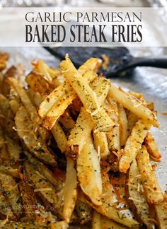 Baked Garlic Parmesan Steak Fries – Easy & delicious side to all your summer BBQ dishes! Who loves steak fries? We sure do, but my son really loves them. One time we went out for l… Baked Steak Fries Recipe, Burger Sides, Sides With Burgers, Burger Side Dishes, Steak Sides, Steak Side Dishes Easy, Steak Braten, Baked Garlic, Garlic Parmesan Fries
