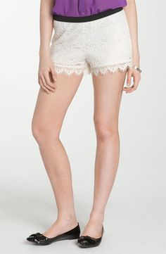 Love these lace shorts from Mimi Chica