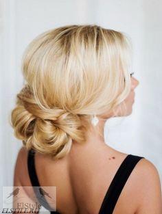 Wedding hairstyle idea via Elstile - Deer Pearl Flowers / http://www.deerpearlflowers.com/wedding-hairstyle-inspiration/wedding-hairstyle-idea-via-elstile-2/