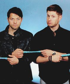 There it is! :D Poor guys - the finger traps thing was kind of an inside joke in book club, and I don't think the boys knew quite what to make of it. I especially love Jensen's face: I'm standing to his left, and just before I turned around for the shot, I sort of poked him in the chest and used my mom voice: no grumpy face! And he pouted, and Chris took the shot. So much fun! :D