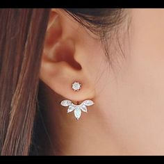 Ear Cuff Clip Leaf Stud piercing earring New Zircon Crystal Fashion Ear Cuff Clip Leaf Stud piercing earrings. Color rose gold. Please use or for her and for any offers❗️ Jewelry Earrings