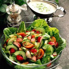 Gemischter Salat mit Joghurt-Schnittlauch-Dressing Rezept