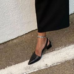 Pretty Shoes, Cute Shoes, Me Too Shoes, Look Fashion, Fashion Shoes, Fashion Outfits, Womens Fashion, Fashion Beauty, Ankle Chain