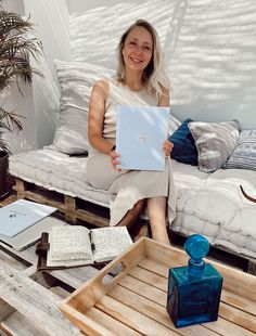 7 Ideas to Give a Spin to Your Small Garden and Turn it into Paradise - L' Essenziale Interior Design Business, Interior Design Magazine, Interior Design Studio, Interior Design Inspiration, Floor To Ceiling Wardrobes, Wooden Wall Panels, Sliding Panels, Portfolio Book, Marketing Budget