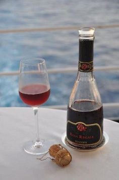 I'm on a boat (with Rosa Regale)!
