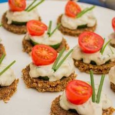 Tuna and cucumber canapés with wasabi cream - Seafood Experts Canapes Recipes, Tuna Recipes, Appetizers, Healthy Recipes, Ideas Para Canapés, Ideas Decoración, Food Ideas, Salmon Burgers, Finger Foods