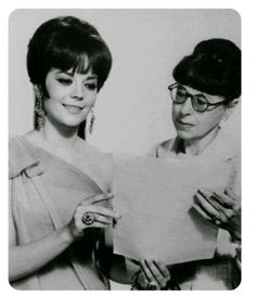 Natalie with Edith Head, her stylish dress. Edith adored her! Hollywood Star, Golden Age Of Hollywood, Classic Hollywood, Most Beautiful Wedding Dresses, Most Beautiful Women, Helen Rose, Best Costume Design, Blake Edwards, Miracle On 34th Street