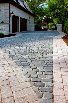 A modern driveway style can improve the curb appeal of your house. Some of the most popular types of modern driveway products in usage for high-end houses Cobblestone Driveway, Driveway Paving, Driveway Design, Driveway Landscaping, Driveway Ideas, Landscaping Software, Diy Driveway, Landscaping Tools, Modern Driveway