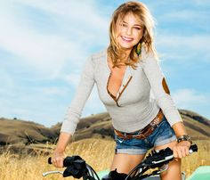 Emily VanCamp Talks Love, Flat Abs and Body Image: Healthy Stars: Self.com