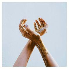 gold, hands, and alternative image Angel Aesthetic, Gold Aesthetic, Hand Fotografie, Mains Couple, Illustration Main, Greek Gods And Goddesses, Greek Mythology, Hand Photography, Carnival
