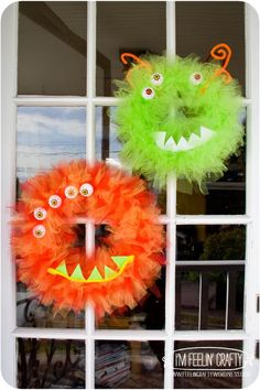 Monster Wreath-I'm Feelin' Crafty Holidays Halloween, Halloween Kids, Halloween Crafts, Halloween Decorations, Halloween Party, Bricolage Halloween, Fall Crafts, Holiday Crafts, Holiday Fun