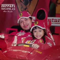 Foto kiriman Hendrig Herdiyanto  Catatan sederhana tentang harapan, hidup, dan cinta..  Dengan keceriaan yang terpancar, inilah kami.. ikon keluarga kecil bernuansa merah.. yang penuh semangat dan selalu kompak bertabur warna warni kebahagiaan #FotoKeluargaEMCO