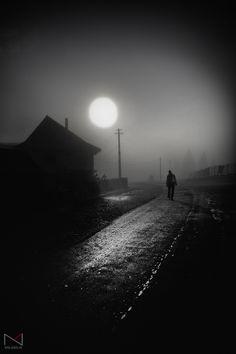 This is exactly what I've been envisioning during our recent foggy mornings. Black N White, Black White Photos, Black And White Photography, Night Photography, Street Photography, Art Photography, Landscape Photography, Foto Picture, Cool Photos