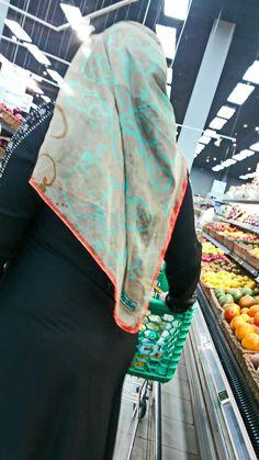 Arab Girls Hijab, Girl Hijab, Muslim Girls, Black Abaya, Indian Girls Images, Saree Look, Niqab, Indian Sarees, Arabic Funny