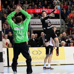 Der HC Erlangen beendet das Jahr mit dem zwölften Heimspielsieg erfolgreich und schlägt den TV 1893 Neuhausenden mit 26:25. Die über 3.500 Zuschauer in der Arena Nürnberger Versicherung waren begeistert. (Foto: hl-studios, Erlangen): Ole Rahmel war mit 5 Treffern dabei.  #hcerlangen #hlstudios #handball #hbl #ArenaNuernbergerVersicherung
