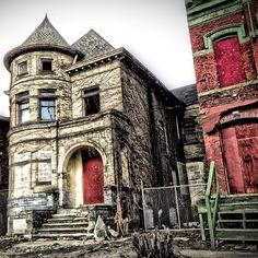 Old Detroit home with character, although its beautiful i would not wanna live in Detroit
