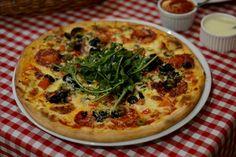 Dominium Pizza Obor, un restaurant exclusiv pentru nefumători - FoodCrew Stromboli, Calzone, Restaurant, Vegetable Pizza, Vegetables, Food, Diner Restaurant, Veggies, Essen