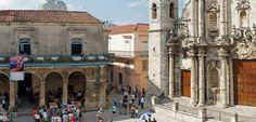 El antiguo palacio del Marques de Aguas Claras está situado en la Plaza de la Catedral y alberga en su interior el bar-restaurante El Patio.