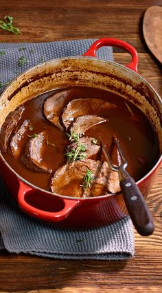 Rindsbraten richtig schmoren - Schweizer Fleisch Easy Family Dinners, Family Meals, Meat Love, Dinner Is Served, Healthy Chicken Recipes, Food Preparation, Food Inspiration, Carne, Delish
