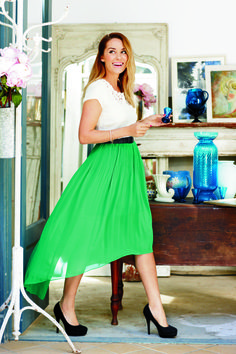 lc lauren conrad: hi-low green skirt with a white top + black pumps