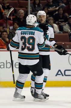 They're baaaack! Sharks all the way =] Couture and Clowe Logan Couture, Anaheim Ducks, San Jose Sharks, Hockey Players, Espn, Nhl, Sports, Hs Sports, Sport