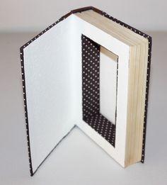 Echtes Buch, von Hand ausgehöhlt, sodass es von außen noch aussieht wie ein richtiges Buch. Perfekt als Geheimversteck im Bücherregal oder für die Aufbewahrung kleiner Schätze!  Die Buchbox hat...