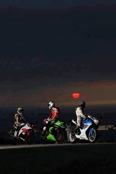 Kawasaki Yamaha Suzuki Street Bikes #Follow me on Bikes If You Like What You See 4 Way More ! ¡ !