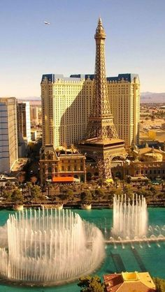 Fountain, Las Vegas, Nevada, USA. Lots of attractions that could cause motion sickness in Vegas. Be sure to pack your #MotionEaze #travel