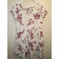 Element floral short sleeve dress with cutouts Cutouts on chest. Only worn once. Off white element Dresses Mini
