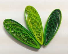 If you like the twisted looping leaves but you don't like the twisted ends that looks like a hook, then you can try wrapping it with a few layers of quilling paper and walla!!! You can also use just one colour instead of three at a time per leaf.  #quilling #quillingleaf #quillingart #green #papercraft #quillingpaper #handmade #twisted #loops