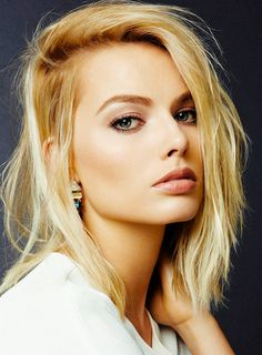 Your source for everything dedicated to the beautiful and talented Aussie actress Margot Robbie. We track and We thank you for your visit and hope to see you back soon! Cabelo Margot Robbie, Atriz Margot Robbie, Margot Elise Robbie, Actress Margot Robbie, Margot Robbie Harley Quinn, White Blonde Hair, Blonde Wig, Purple Hair, Ash Blonde