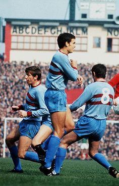 Trevor Brooking West Ham United 1970 Retro Football, Football Kits, Sport Football, Football Players, Trevor Brooking, West Ham United Fc, Football Pictures, Irons, 1970s