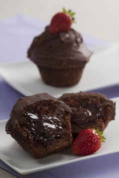 Cupcake surpresa, com recheio cremoso de chocolate
