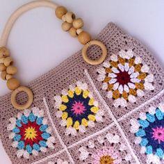 Günaydınnn. Bir güne daha uyandık. Kıymetini bilelim.  küçük motifler birleşip çanta oldu. ☺️ #crochet #crocheting #i_lovecrochet #crochetbag #instacrochet #10marifet #hobium #lovehobium #crocheting #grannysquare #handmade #elişi #örmeyiseviyorum #crocheted #crochetaddict