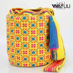 208 отметок «Нравится», 4 комментариев — Just Wayuu (@just.wayuu) в Instagram: «Bright colors for the upcoming season. Handcrafted handbags made by indigenous wayuu in the north…»