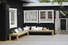 Altan inspiration - Få inspiration til altan og terrasse her Outside Living, Outdoor Living, Weekend Cottages, House Siding, Outdoor Spaces, Outdoor Decor, Wooden House, Scandinavian Home, House Rooms
