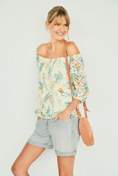 We've found the top you're going to overwork all summer – in a trendy off-shoulder silhouette with chic cut out details, it is that subtle, yet eye-catching style you want. Do we even need to mention the oh-so-charming all over print? Cut Out Top, Buy Prints, Floral Tops, Sweaters For Women, Style Inspiration, Chic, Lady, Womens Fashion, Stuff To Buy