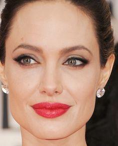 Angelina Jolie, como sempre humilhando o resto do pessoal.Makeup