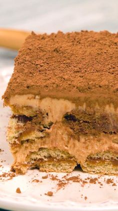 Receta con instrucciones en video: No es un Tiramisú cualquiera, ¡es doble sabor! Ingredientes: Aproximadamente 12 vainillas, 200 gr. de dulce de leche clásico, 500 gr. de queso mascarpone, 500 gr. de dulce de leche repostero, 1 chorrito de licor de café, 1 taza de café espresso, Cacao en polvo, 200 ml. de crema de leche batida