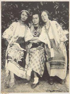 Дівчата з села Опішня ( Полтавщина ) 1930 р.