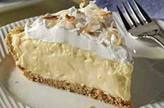 Great Grandma's Coconut Cream Pie - Recipes Toasted Coconut, Coconut Cream, Coconut Milk, Fun Desserts, Dessert Recipes, Sweet Whipped Cream, Cream Pie Recipes, Homemade Pie Crusts, Pie Cake