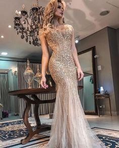 Vestido longo dourado para madrinhas e formandas vestido longo dourado pa. Evening Dresses, Prom Dresses, Formal Dresses, Best Party Dresses, Sequin Party Dress, Stunning Dresses, Wedding Gowns, Ball Gowns, Fashion Dresses