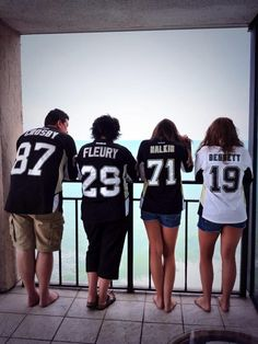 Twitter fan @TaylorEuen and family are ready for hockey season. #IsItOctoberYet?