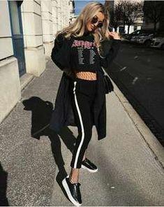 แมทช์เสื้อครอปสีดำ คู่กับกางเกงวอร์มแบบมีแถบข้างสีขาว สวมด้วยเสื้อโค้ทตัวยาวส... Street Fashion, Sporty, Street Style, Urban Fashion, Urban Style, Street Style Fashion, Street Styles, Fashion Street Styles, La Street Fashion