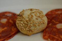 Bocaditos de pan de orégano y sésamo. http://enmilbatallas.com/2012/02/05/bocaditos-de-pan-de-oregano-y-sesamo/