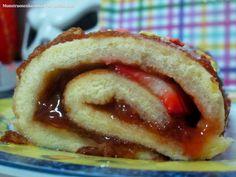 Mi primero rollo suizo con fresas. Aprovecha, aprovecha que es temporada jijiji   La receta podeis encontrarla en la pagina web !