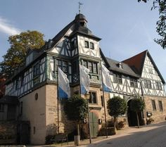 Set in a 17th-century half-timbered building, this hotel is one of the oldest in Germany. It's restaurant is recommended by Michelin. Frankfurt, Great Places, Places Ive Been, Visit Chile, Living In Europe, Restaurant, Old Building, Cool Landscapes, Live In The Now