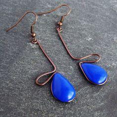 Boucles d'oreilles bleu outremer goutte en fil brun par BOUCLELLA, €8.00    Blue vintage earrings