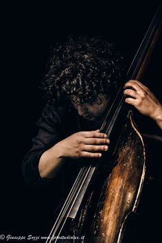 Doublebass jazz player Boy Senior Portraits, Senior Boy Poses, Senior Pictures Boys, Senior Boys, Dope Music, Art Music, Jazz Players, Jazz Concert, Music Photographer